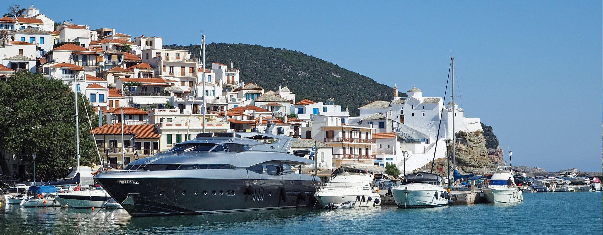 Greece yacht charter motor yachts sailing boats for Motor boat rental greece